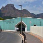 Groot mintgroen gebouw, restaurant, berg, blauwe lucht, La Nucia