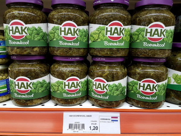 potten boerenkool, in een schap van een supermarkt, nederlandse producten, nederlandse supermarkten in Spanje