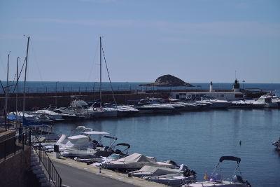 blauwe zee, kust, klein haventje, bootjes