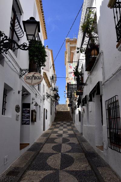 Mediterraans straatje in Altea