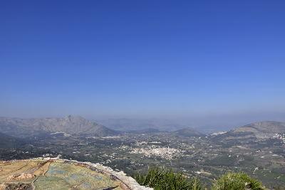 uitzicht vanaf de berg, Parcent, blauwe lucht