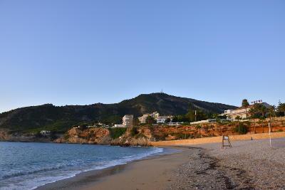 Strand, blauwe zee, ochtend