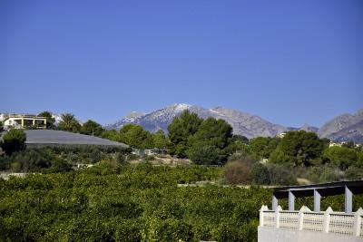 bergen, blauwe lucht, zon, sinaasappelen