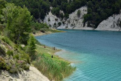 stuwmeer, water, rotsen, groen